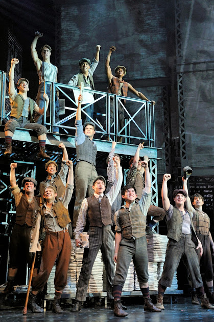 S04_01_The_cast_of_NEWSIES_Photo_by_Deen_van_Meer
